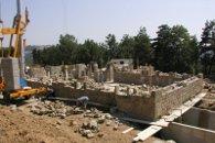 Maison d'habitation en maçonnerie de pierres - pendant la construction - Vernoux (Ardèche) en 2004