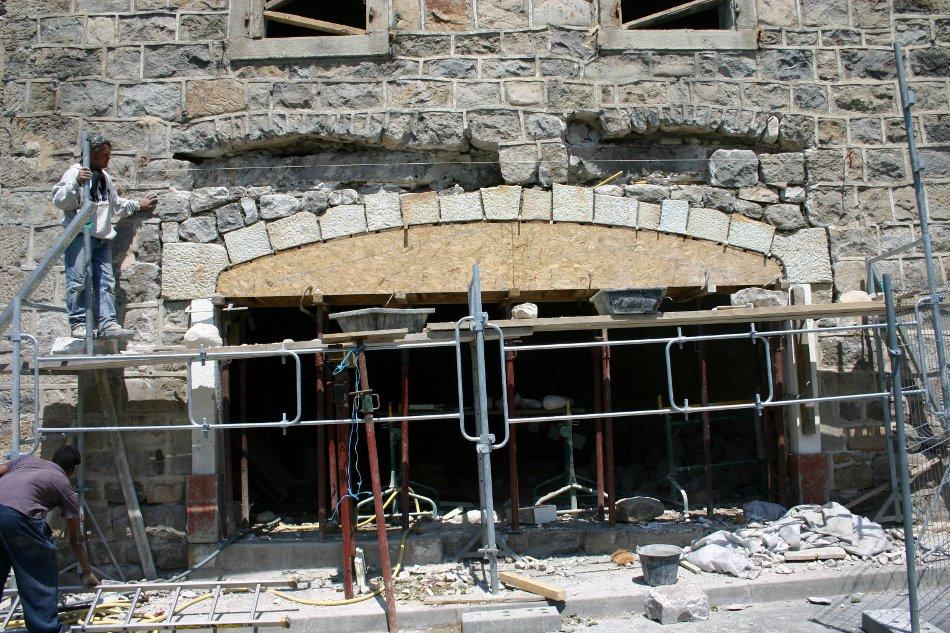 linteau pierre de taille construction maison b ton arm. Black Bedroom Furniture Sets. Home Design Ideas